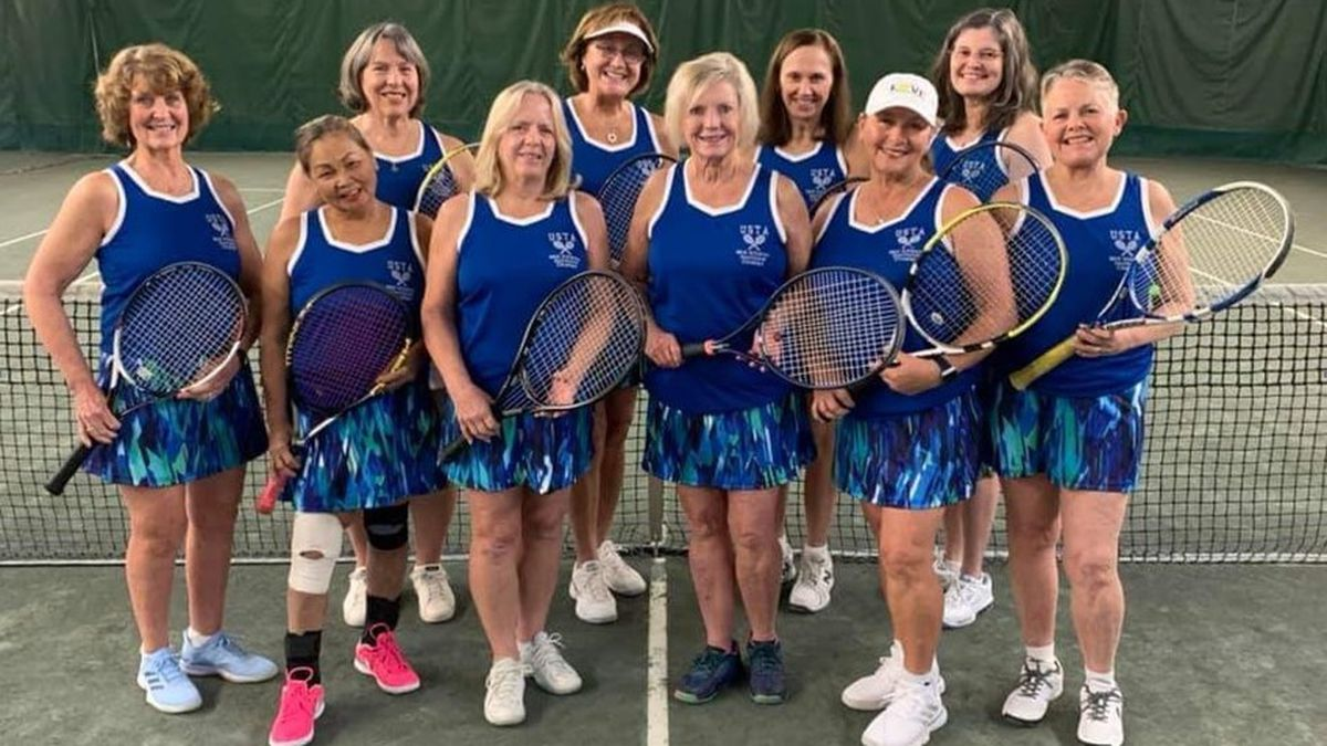 Midlothian 65+ tennis team competing in national championship