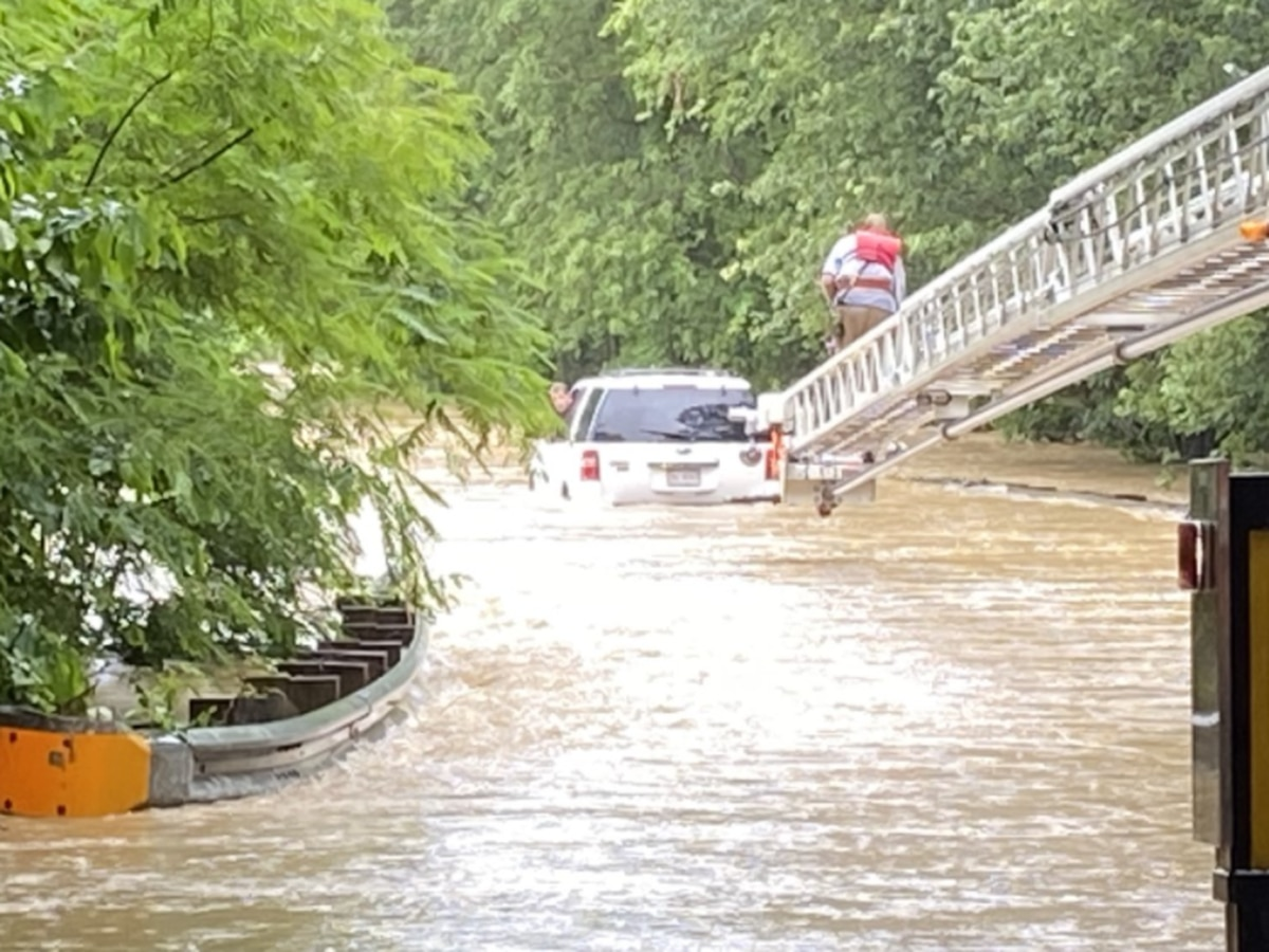 Rain causes flash flooding in Northern Neck; Crews rescue stranded couple from rushing waters