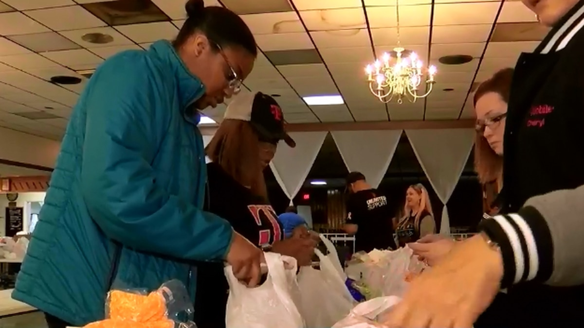 Military Retirees Club and Richmond Office on Aging and Persons with Disabilities provide veterans with Thanksgiving meals