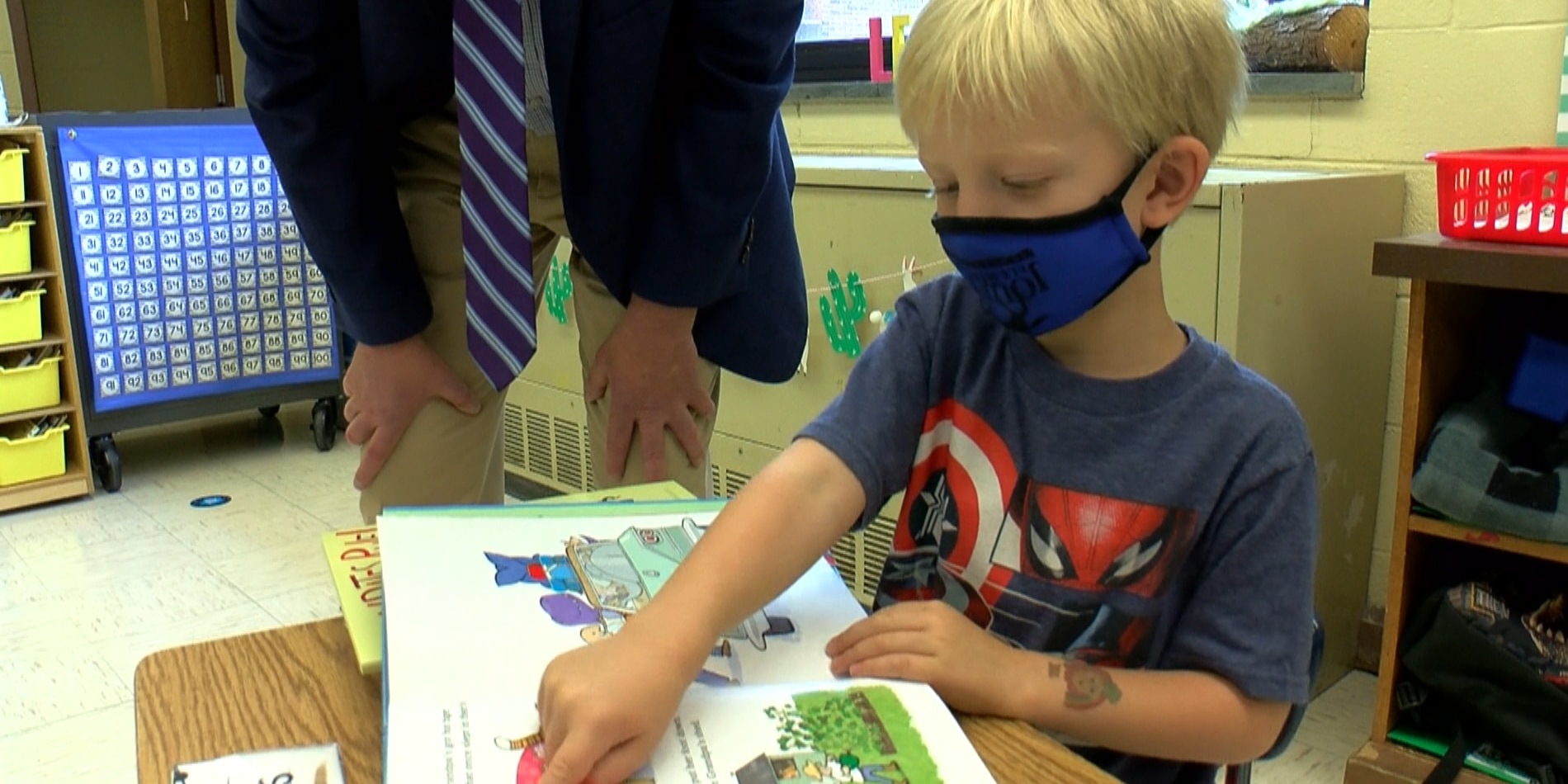Thousands of books handed out to Louisa kindergartners for free