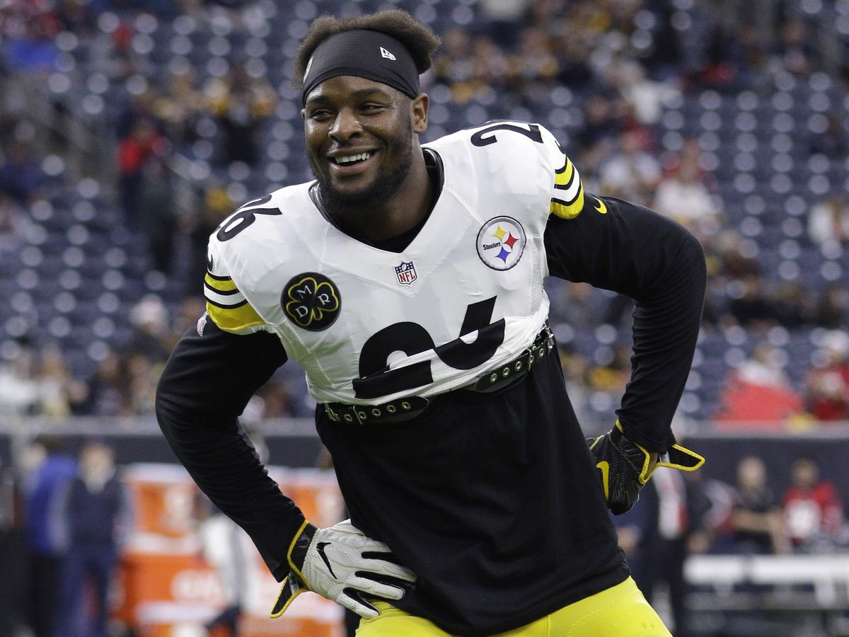 Steelers RB Le'Veon Bell refuses to sign tag, out for 2018