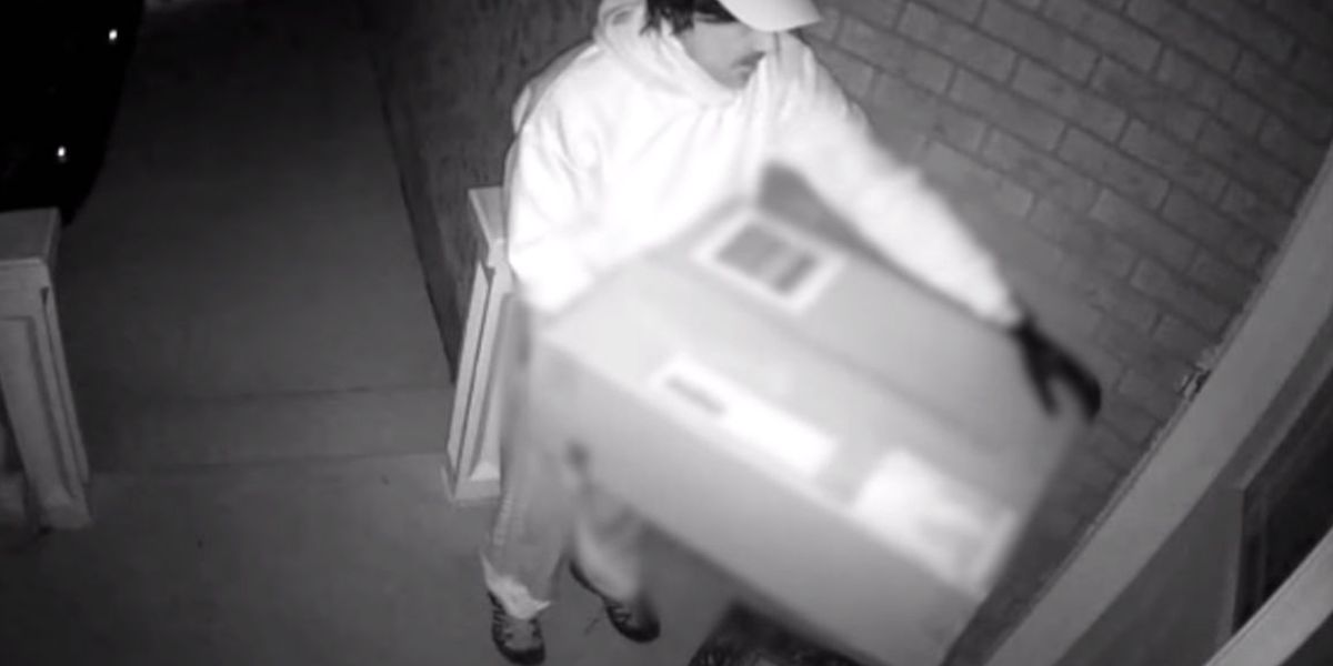 Attacker poses as deliveryman, shoots woman with crossbow when she answers the door