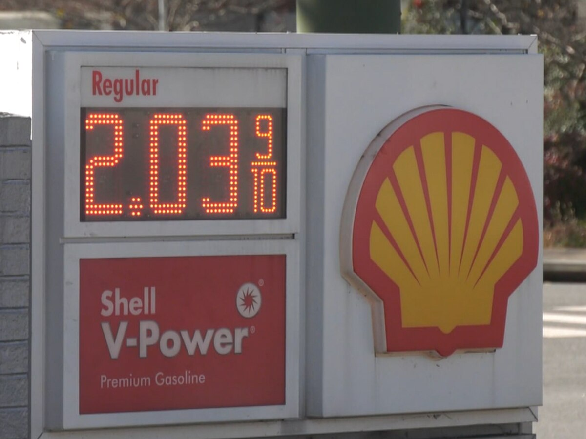 AAA says gas prices in Virginia hit four-year Thanksgiving week low
