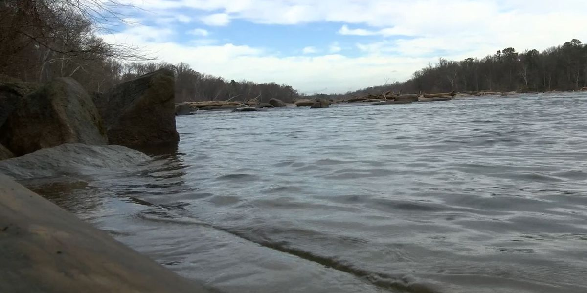 James River water level rising quickly