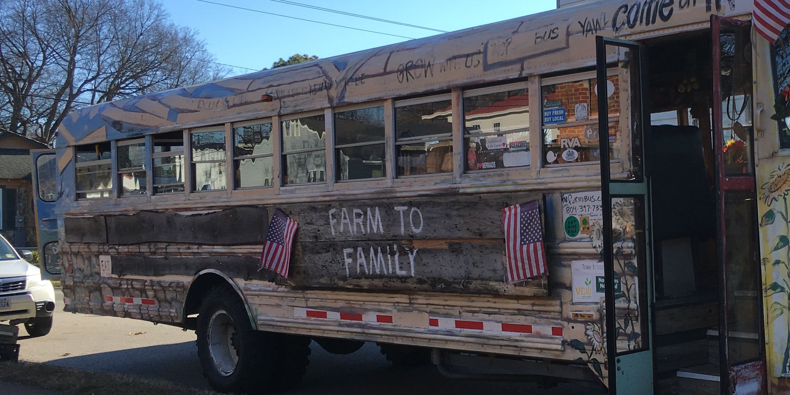 'FarmBus' gives out locally-grown food for free