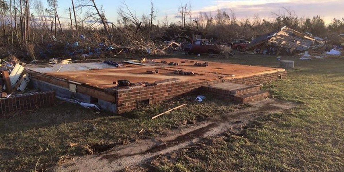 Tappahannock tornado victims are banding together to help