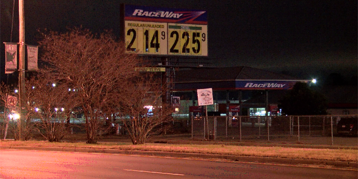 2 masked men rob Chesterfield gas station at gunpoint