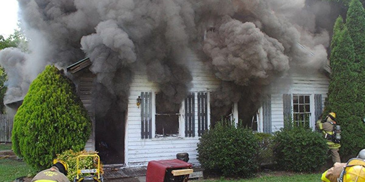 Family members, neighbors save elderly couple from burning Henrico home