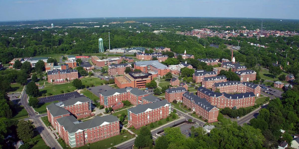 Central Virginia college students scramble to clear out