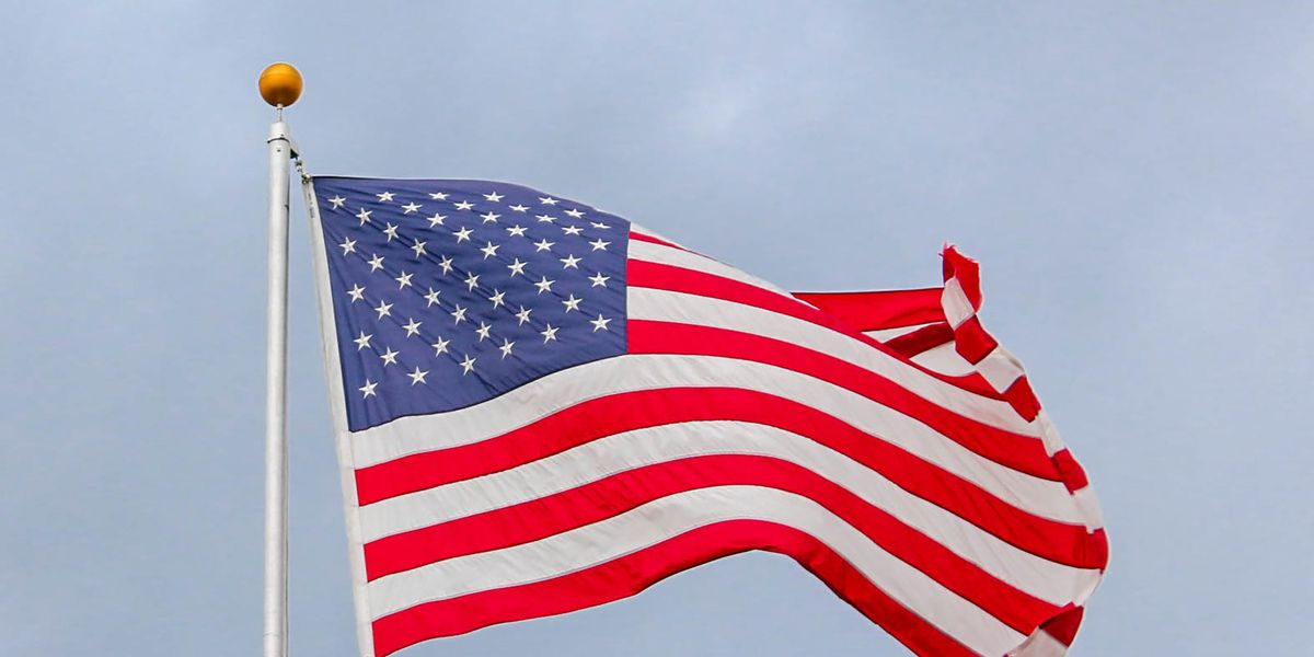 Bill requires schools to conduct Pledge of Allegiance