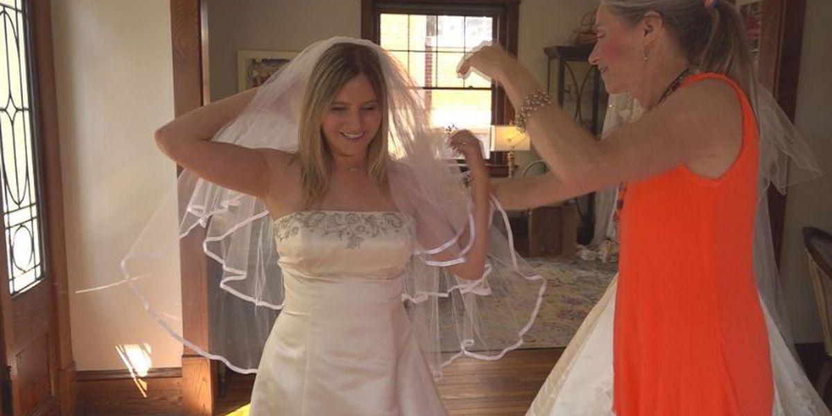 Vintage Wedding Dresses For Sale.Women Trade In Casual Clothes For Wedding Dresses At The Vintage