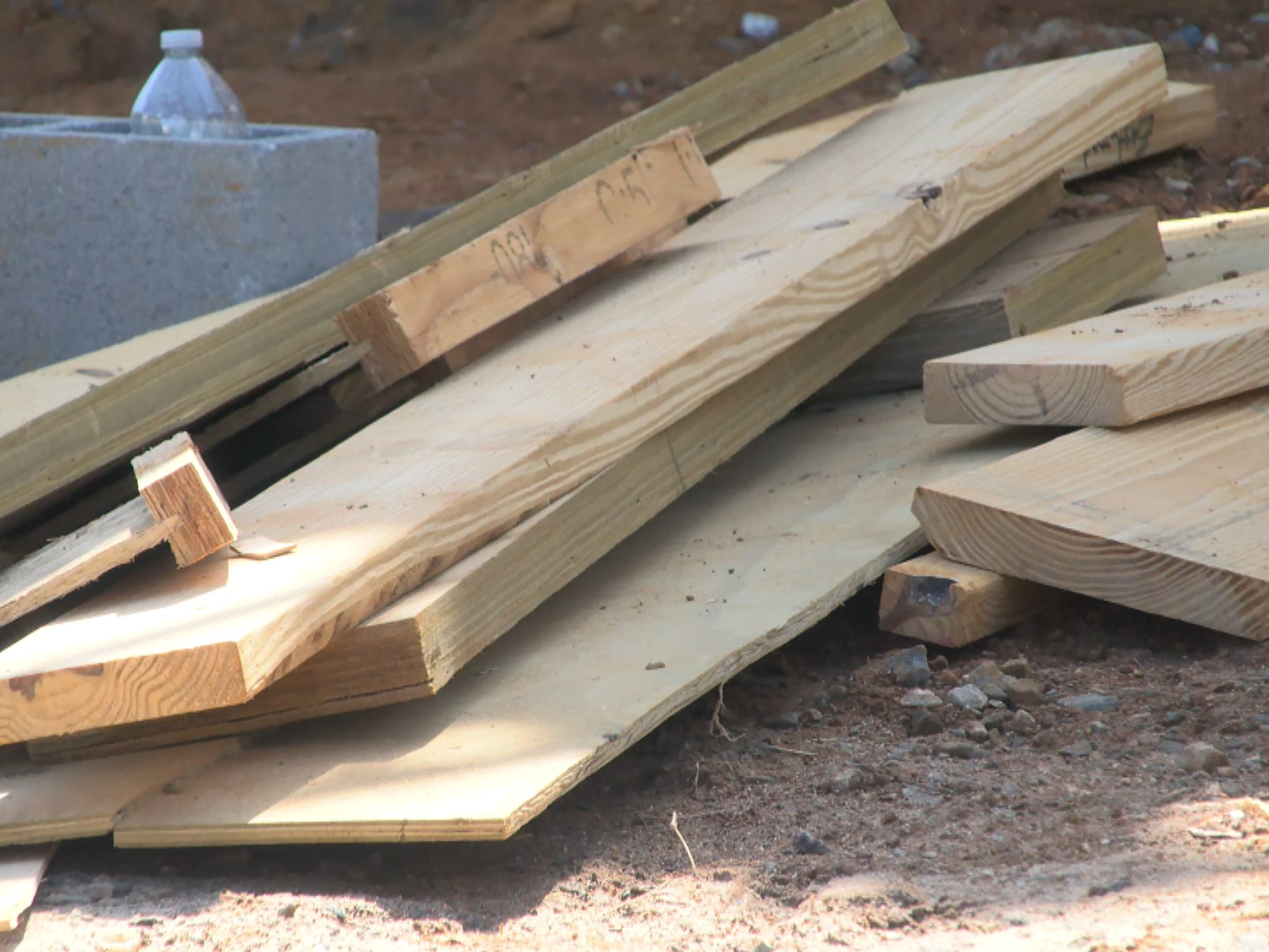 Lumber prices skyrocket during pandemic, metro-Richmond feeling impacts