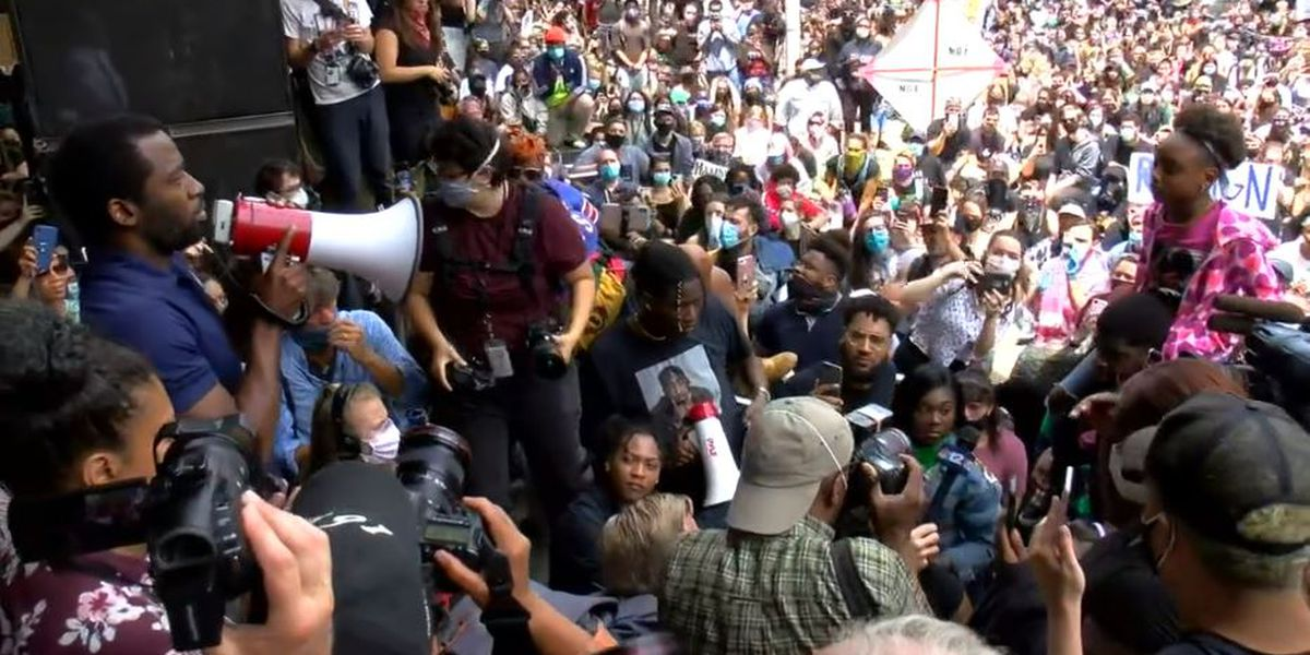 Richmond City Mayor & Chief of Police meet with large crowd after tear gas used on protesters
