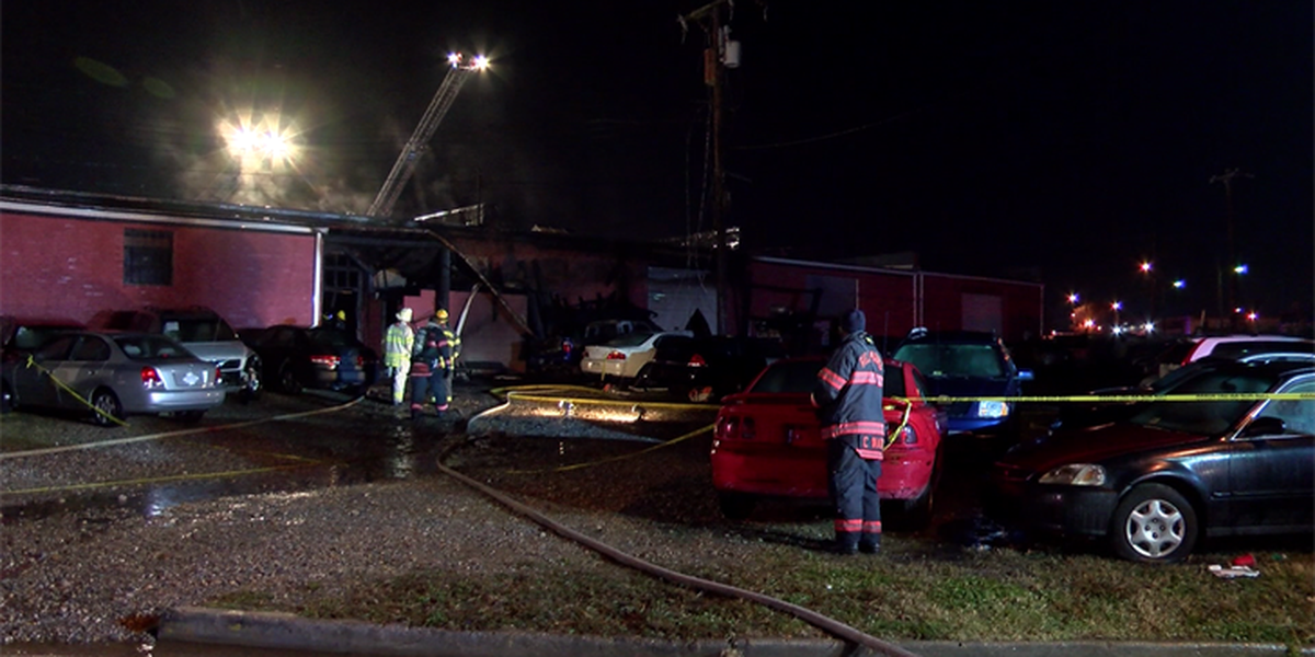Firefighters battle heavy flames, smoke at Richmond auto shop