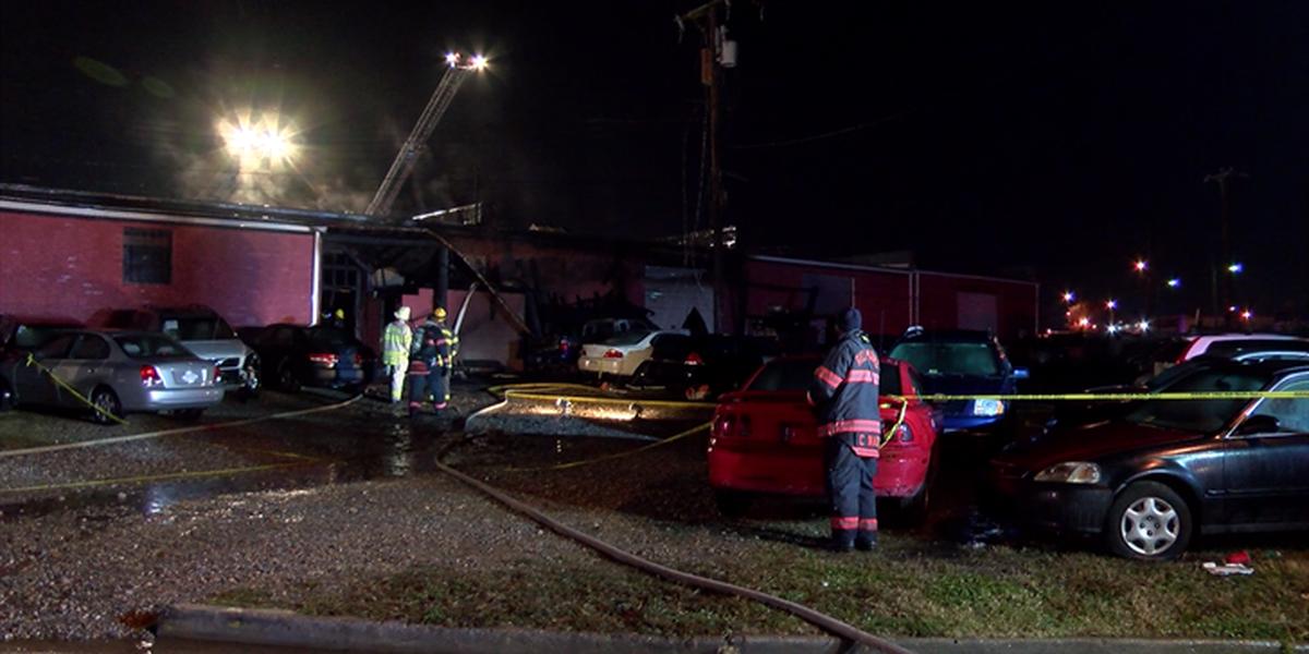 Firefighters battle heavy flames, smoke at Richmond auto shop