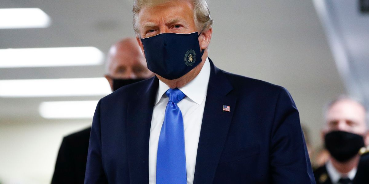 Trump wears mask at Walter Reed