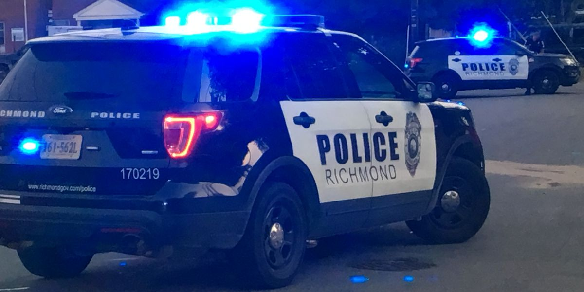 2 carjacking suspects on the run after firing out of stolen vehicle