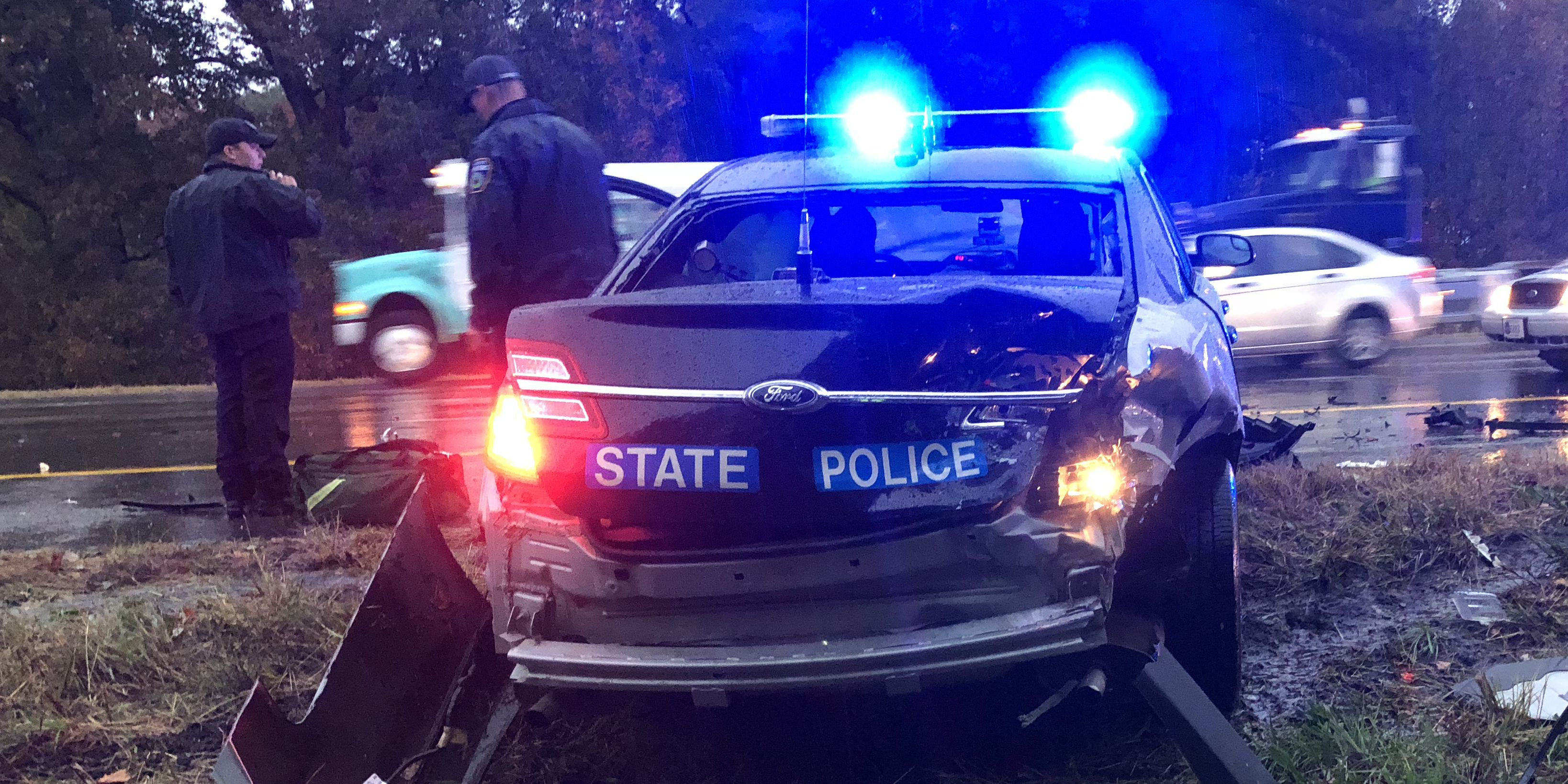 State trooper suffers minor injuries in I-295 crash