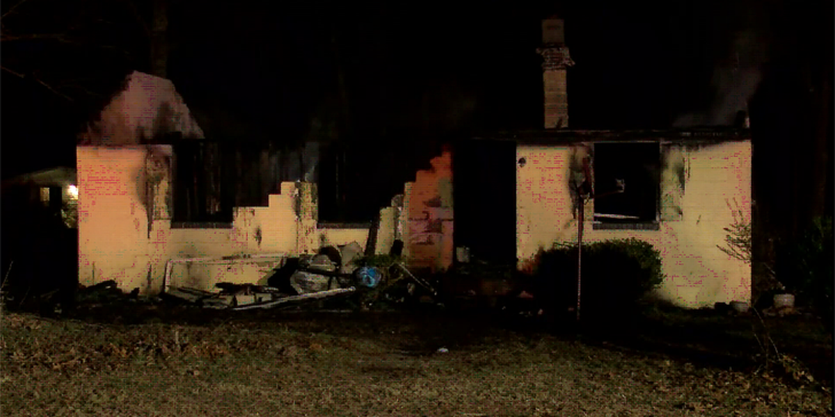 2 people displaced after Louisa home becomes engulfed in flames