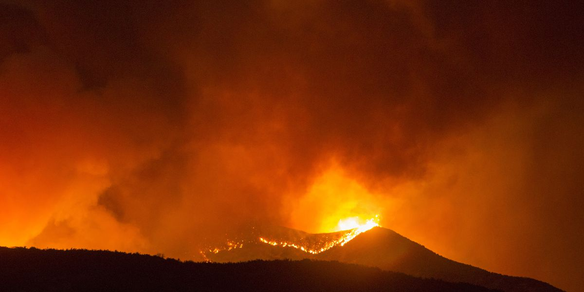 Homes evacuated as Southern California wildfire grows