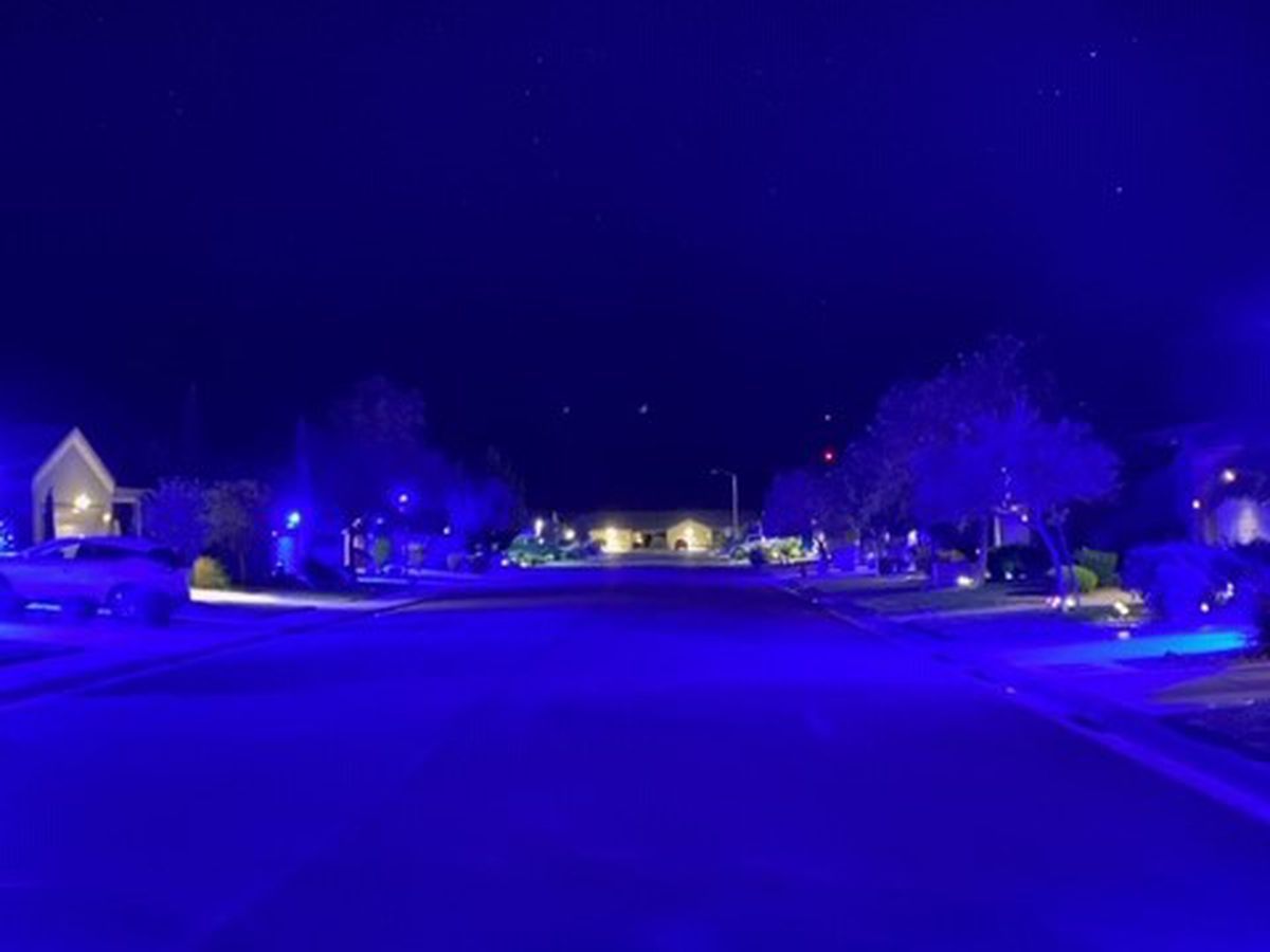 Entire neighborhood lights up blue in show of 'amazing support' for law enforcement