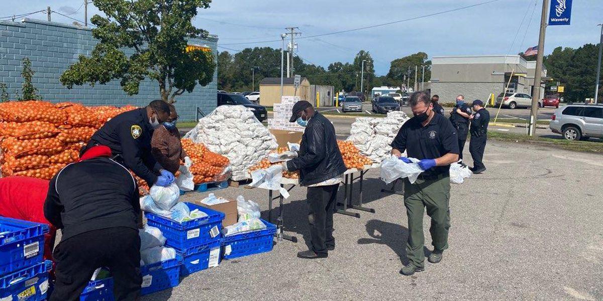 Petersburg police volunteer to help feed families