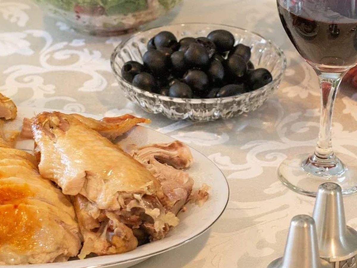 Risks, odds of catching COVID-19 at Thanksgiving dinner