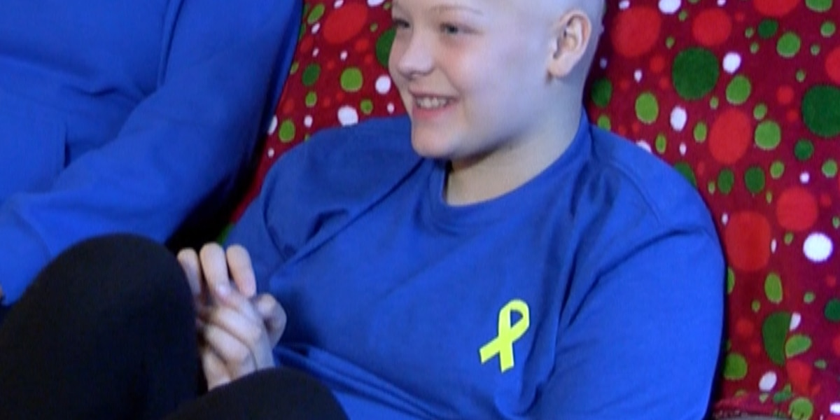 Teen battling cancer wishes for Christmas decorations in yard