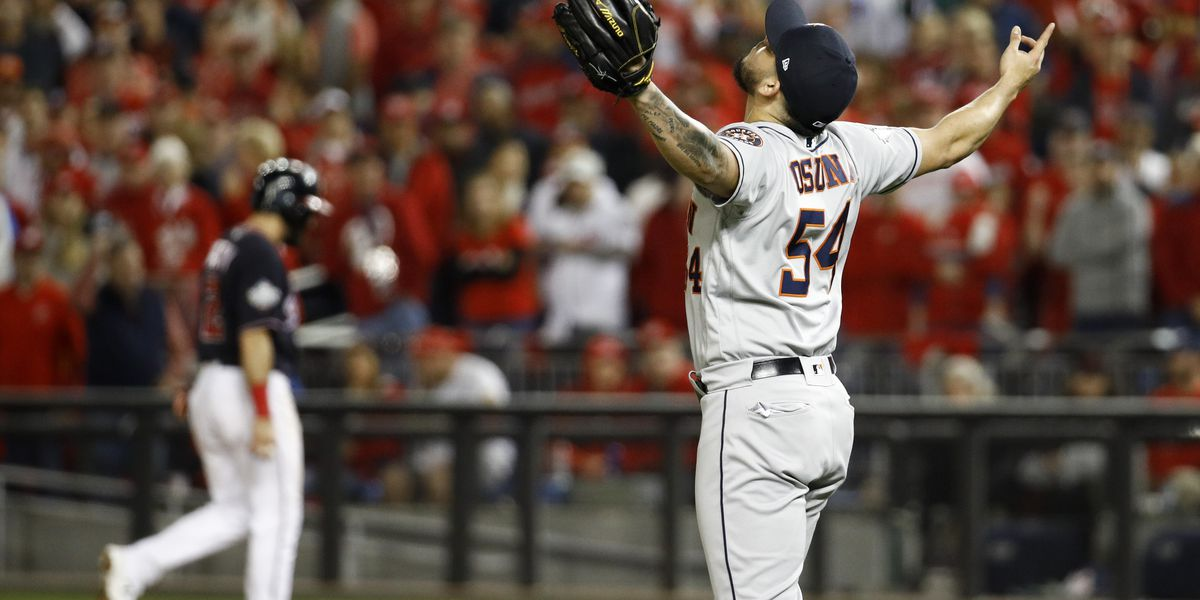 Altuve, Astros show up in World Series, win Game 3 in DC 4-1