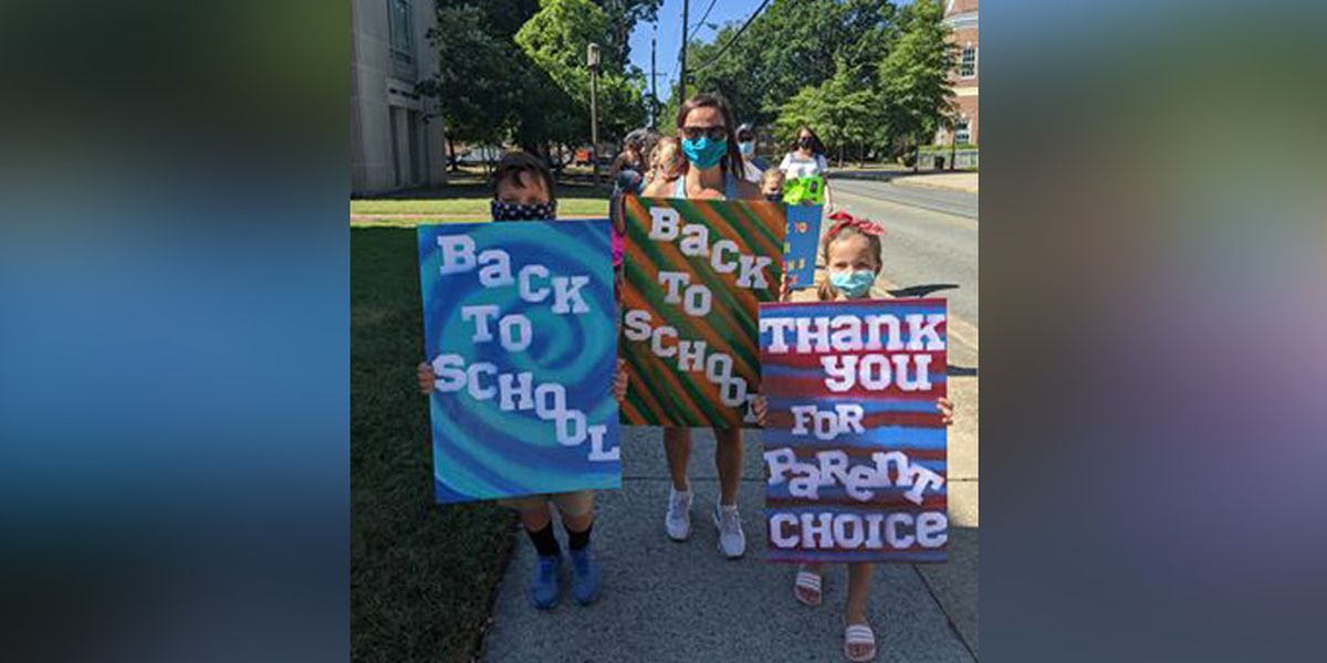 Hanover families rally in support of 'parent's choice' in Return to Lean plan