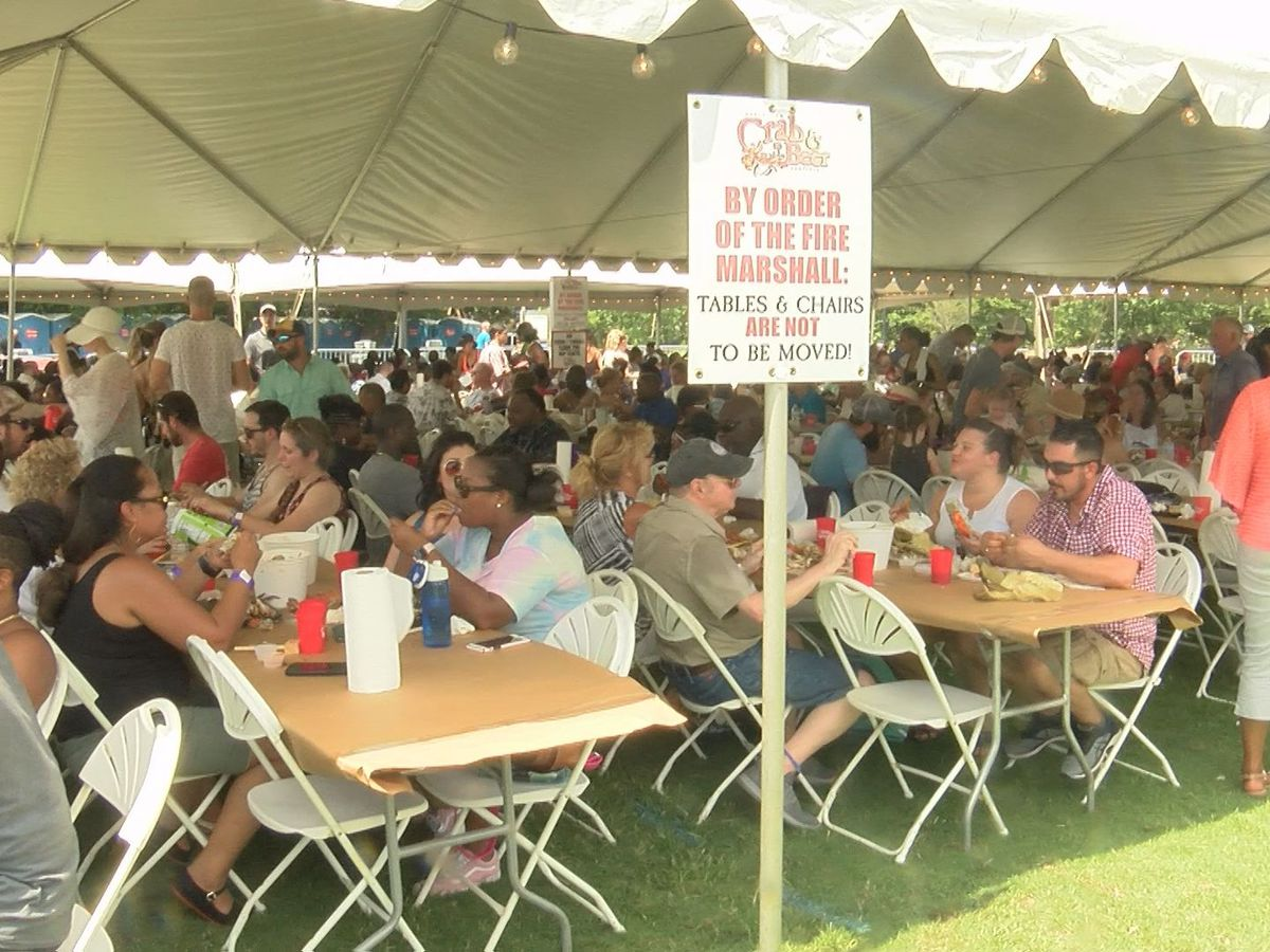 Food lovers brave the heat to enjoy Crab, Wine & Beer Festival