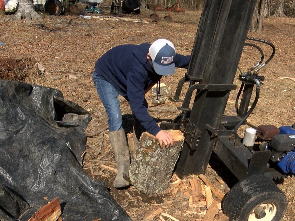 Dinwiddie teen delivers wood for people in need