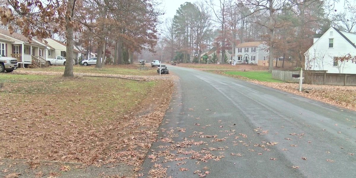 Police: Suspect robs victim at gunpoint in Chesterfield neighborhood
