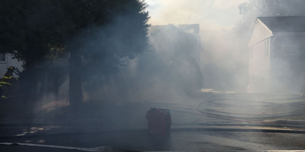 Colonial Heights firefighters battle house fire