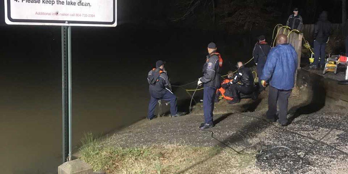 Crews pull stolen vehicle from Petersburg lake