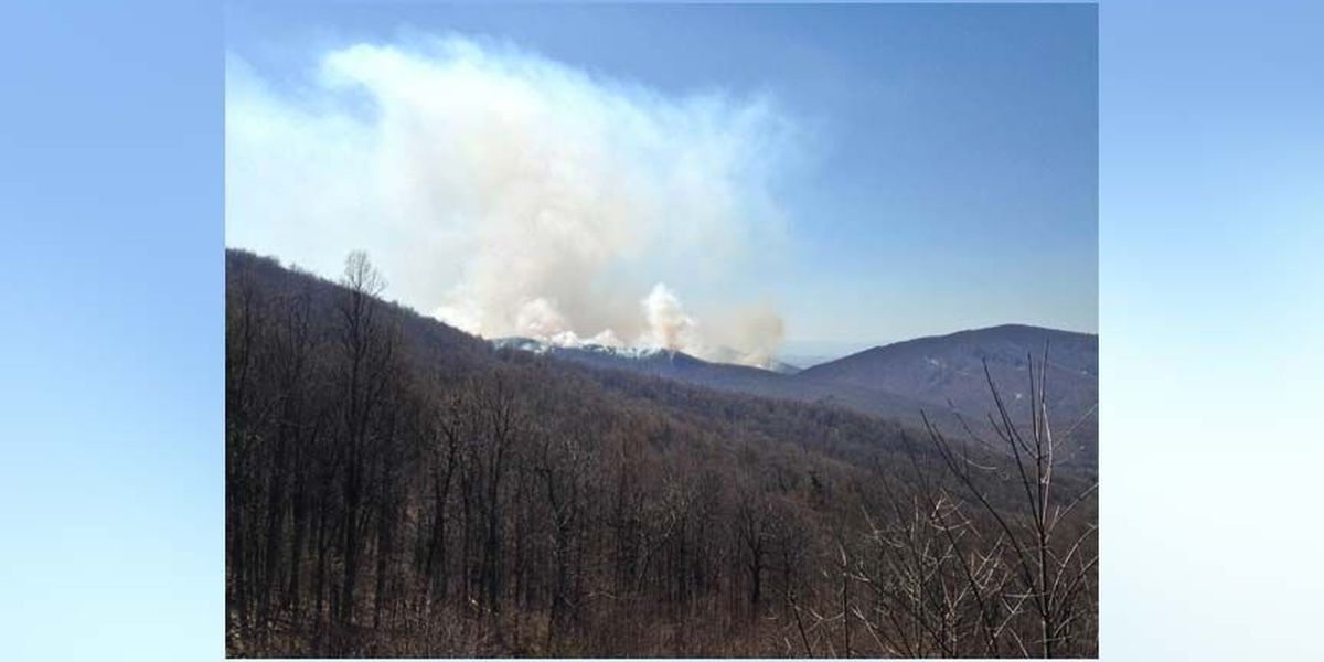 Crews battle 500-acre forest fire in the Shenandoah National Park