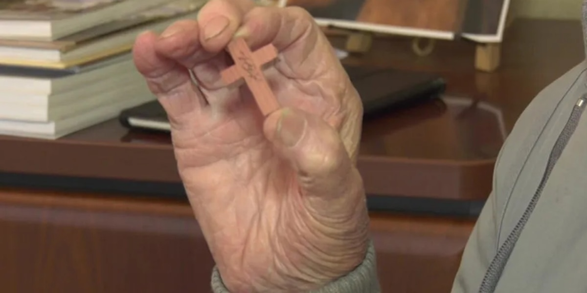 Virginia WWII veteran uses carpentry skills to make crosses for military members