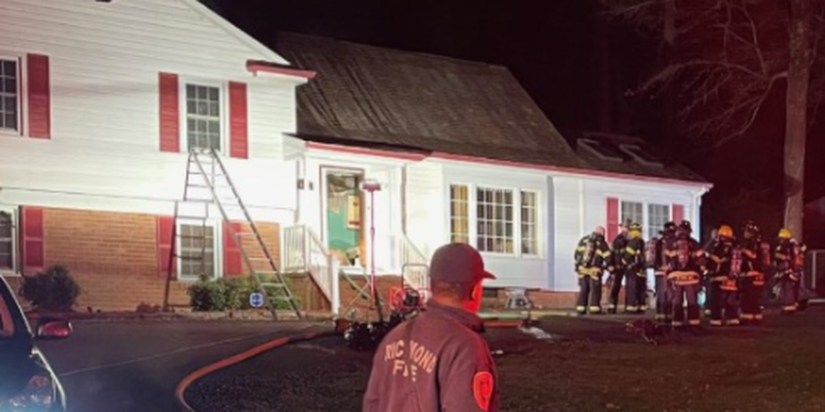 Crews face problem with frozen fire hydrant while battling house fire