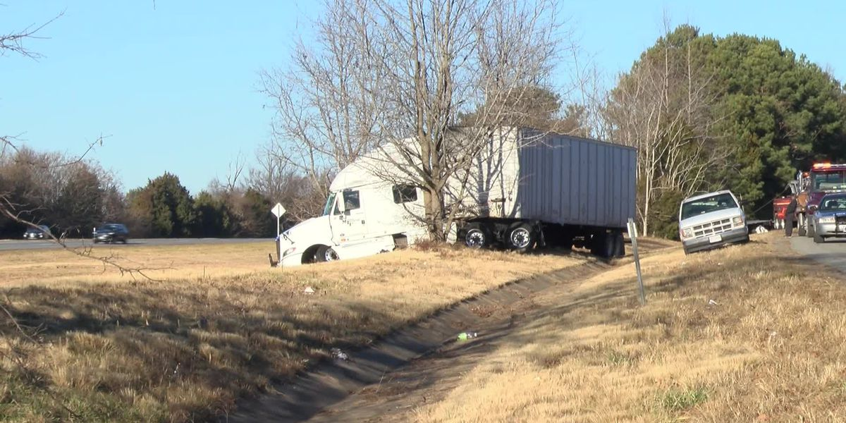 Tractor-trailer carrying mail crashes on 95S in Henrico
