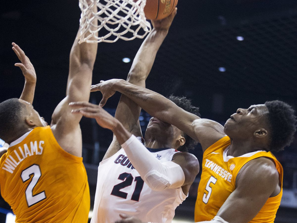 Schofield's 3 lifts No. 7 Tennessee over No. 1 Gonzaga 76-73