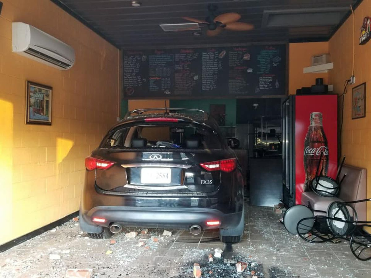 Louie's Pizza in Blackstone postponing opening due to car crash