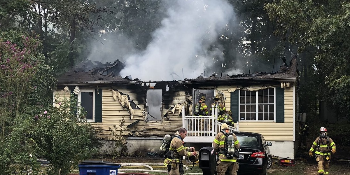 2 displaced, firefighter injured in Chesterfield blaze