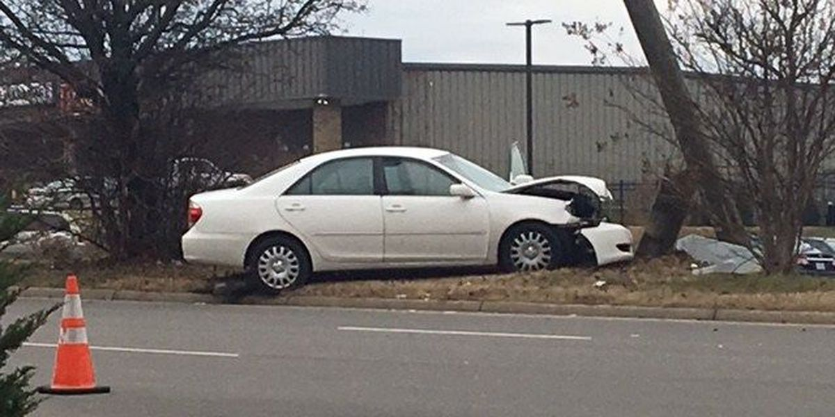 2 people injured in Chesterfield accident