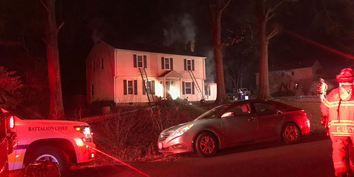4 adults, 3 dogs displaced in Chesterfield house fire