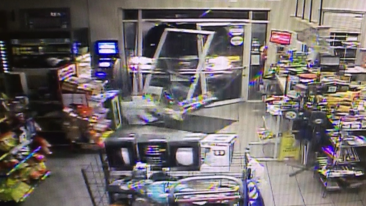 VIDEO: Truck rams through front doors of convenience store