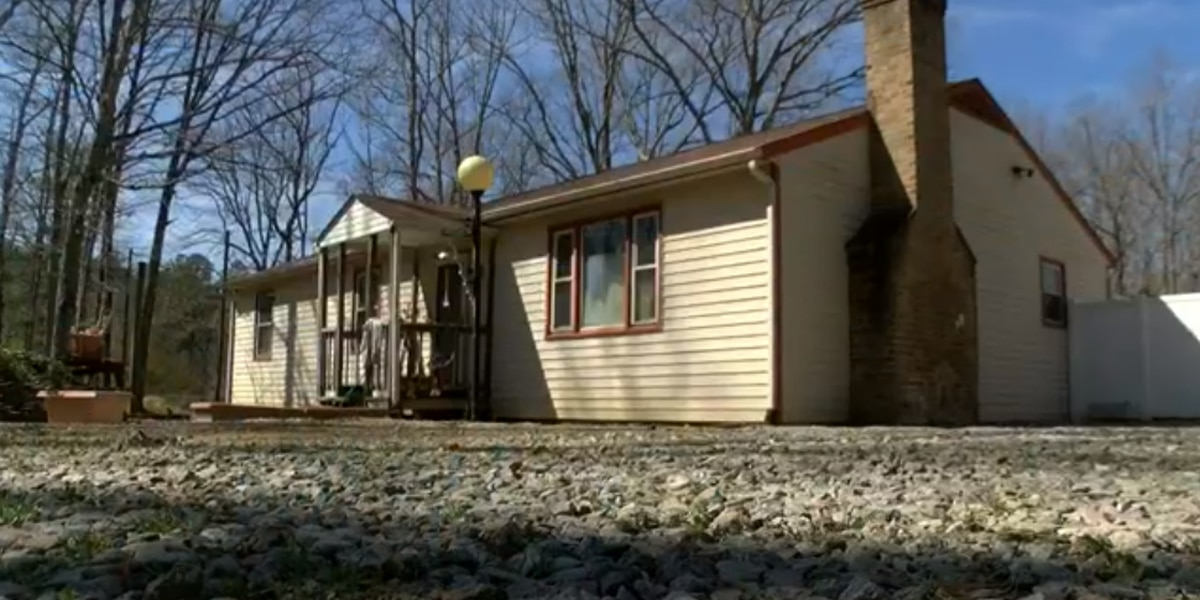 Couple fires back at insurance, construction companies that repaired home