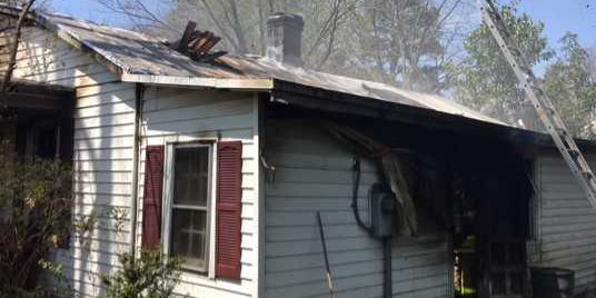 2 injured in fire at Henrico home