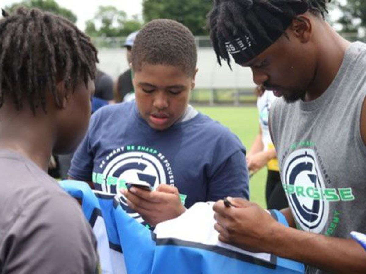 Seattle Seahawks RB, Petersburg native to host annual youth football camp