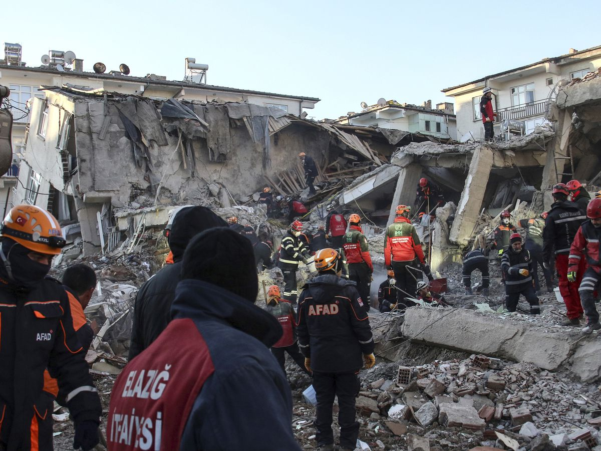 Turkish teams hunt for quake survivors as death toll hits 38