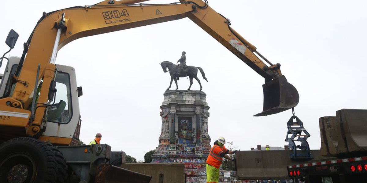 Judge indefinitely extends injunction preventing removal of Robert E. Lee statue